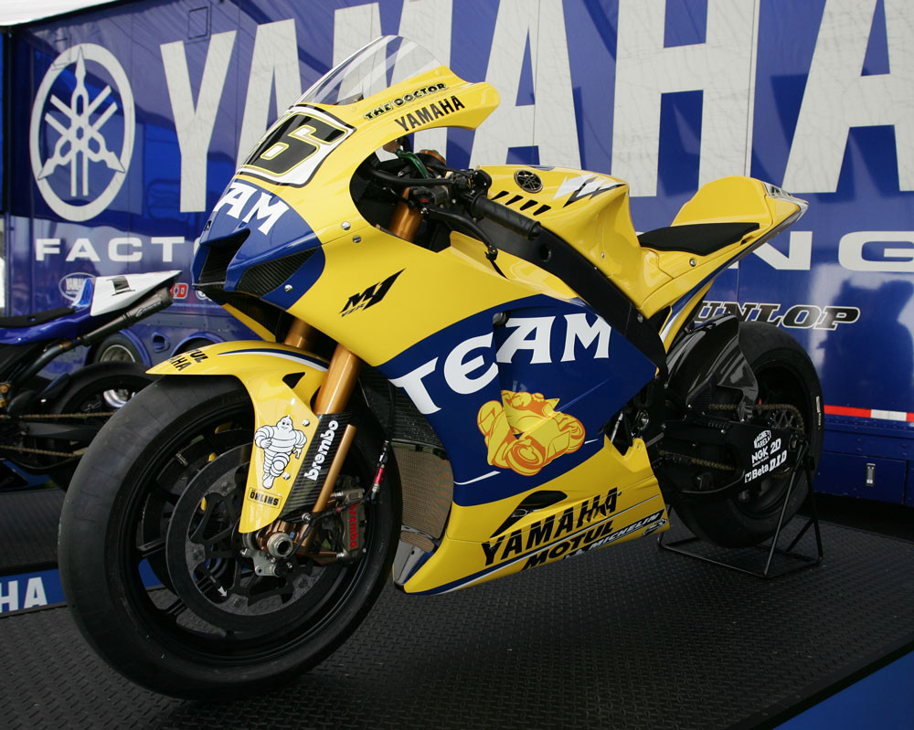 Valentino Rossi - 2007 Yamaha Team Intro - Motocross Pictures - Vital MX