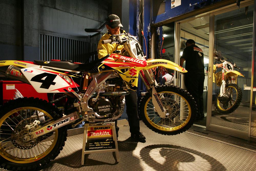 Mike Gosselaar - 2006 Vancouver Supercross Saturday Pit Bits - Motocross Pictures - Vital MX