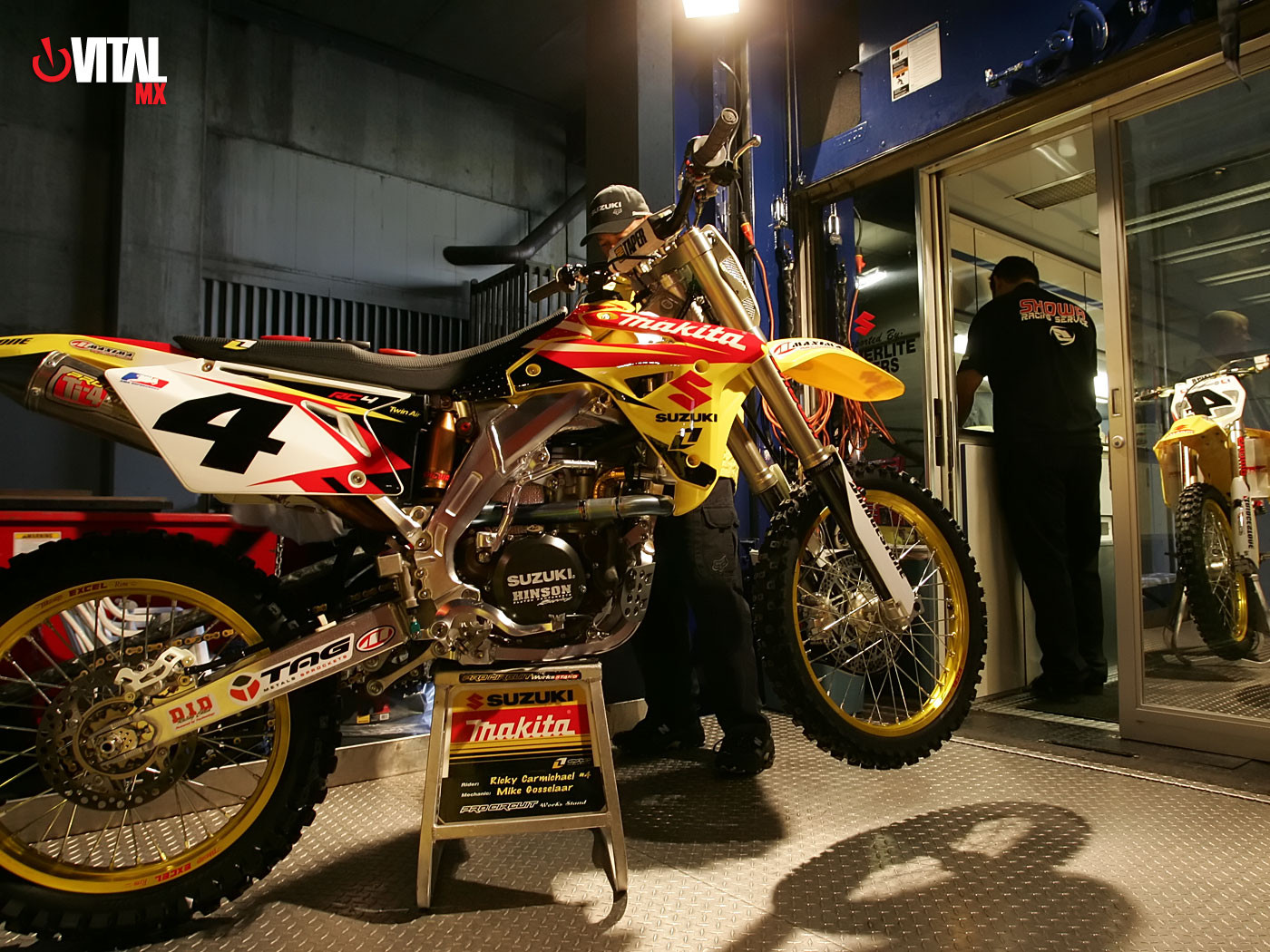 Ricky Carmichael's Suzuki RM-Z450 1400 x 1050 - 2006 Vancouver Supercross Wallpapers - Motocross Pictures - Vital MX