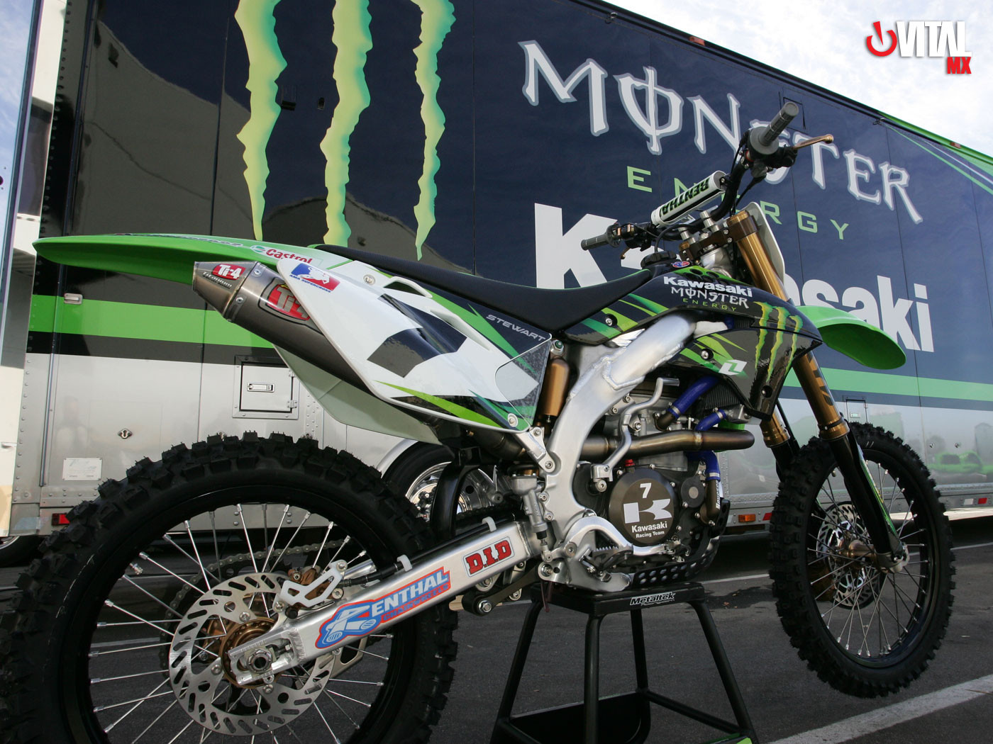 1400 x 1050 - 2007 Monster Energy Kawasaki Racing Team - Motocross