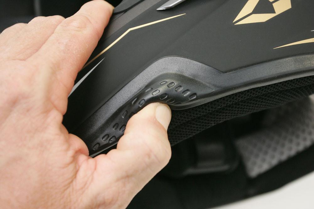 "EVS TAKT 981 ""ProtEdge"" Demonstration - 2007 First Look: EVS TAKT 981 Helmet - Motocross Pictures - Vital MX"