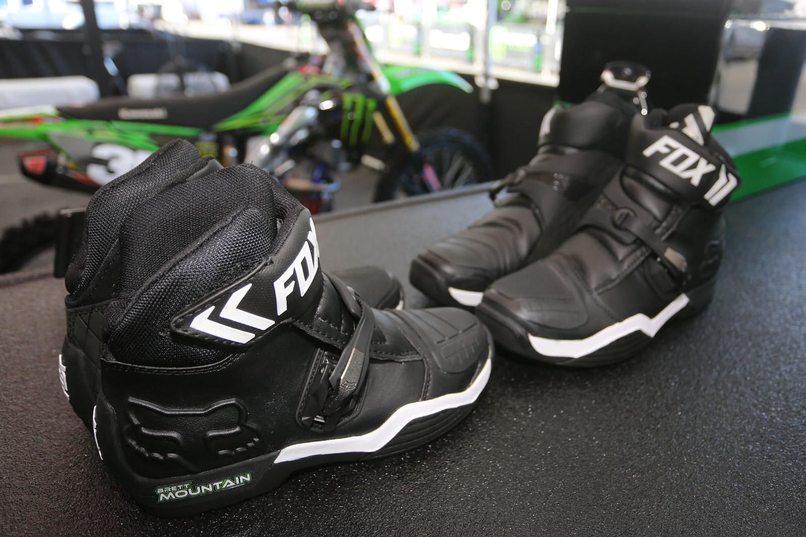Fox and Pro Circuit - Vital MX Pit Bits: Anaheim 1 - Motocross Pictures - Vital MX