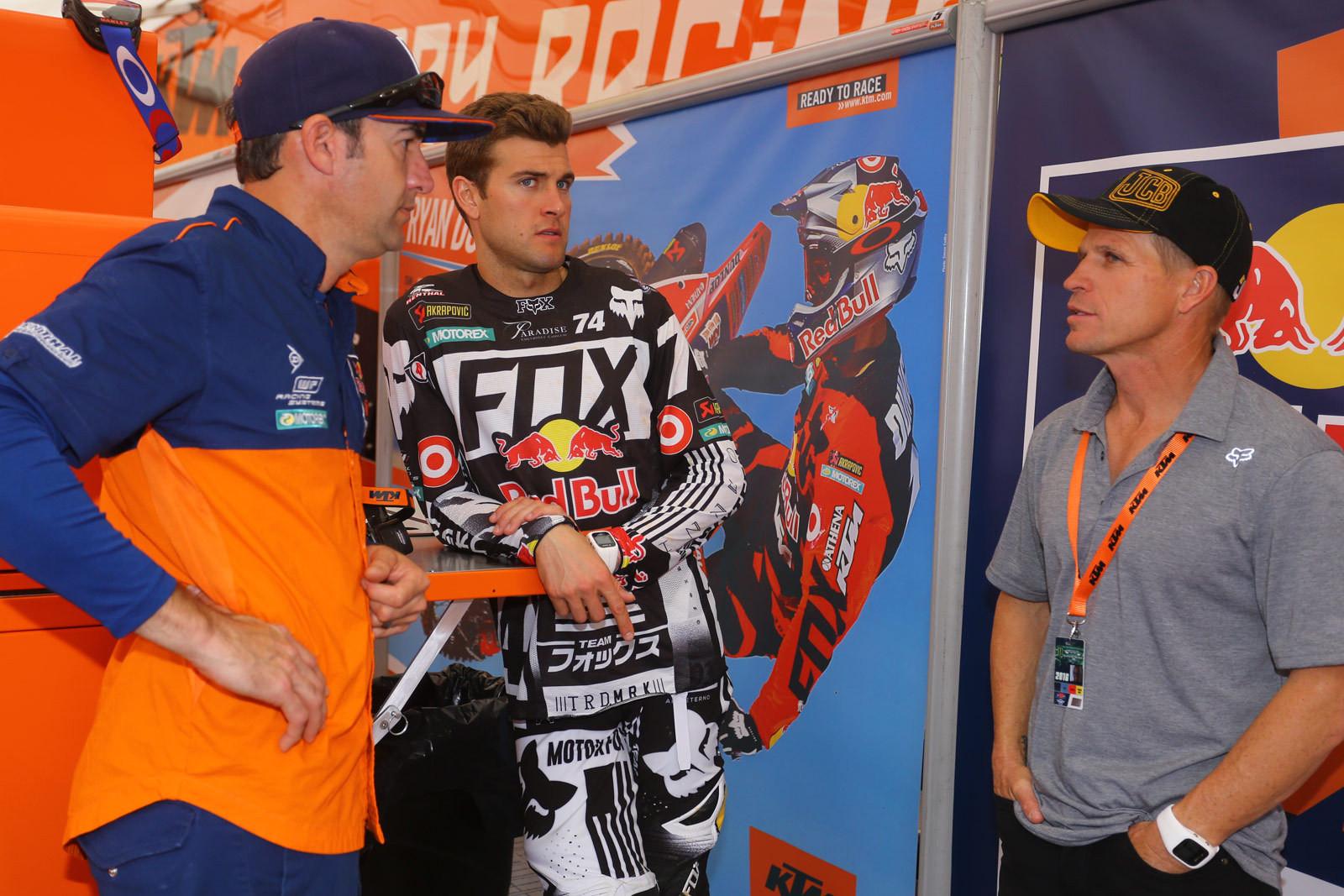 Teamwork - Vital MX Pit Bits: Arlington - Motocross Pictures - Vital MX