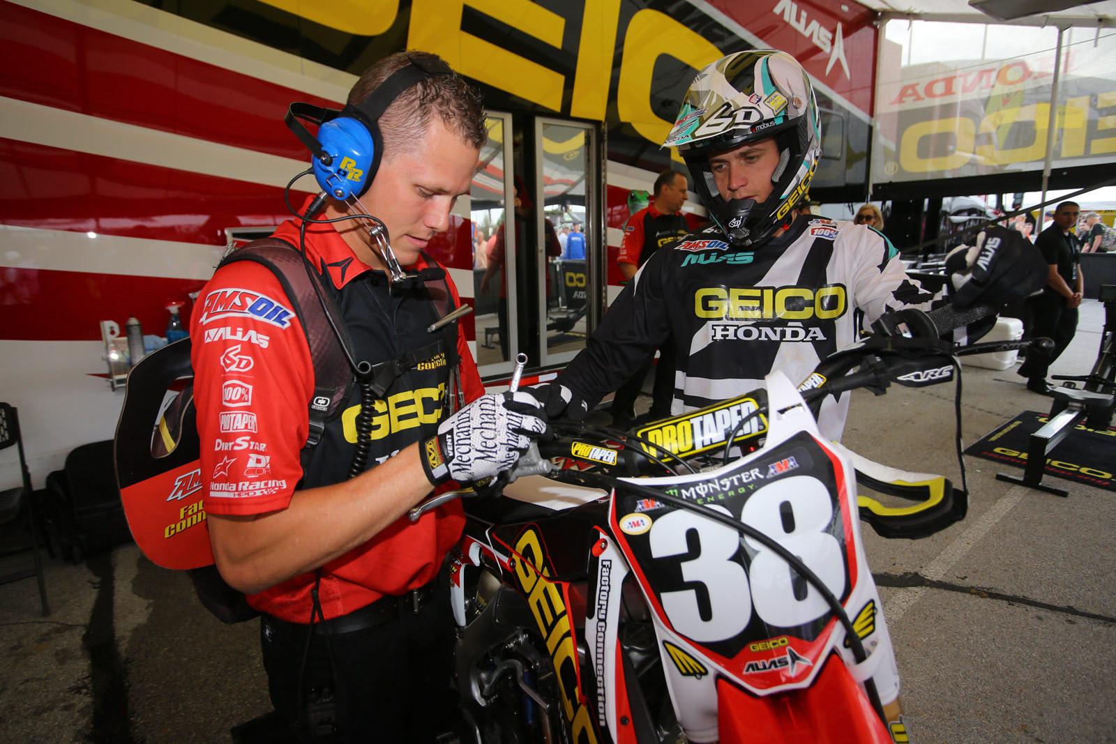 Derik Dwyer - Vital MX Pit Bits: Arlington - Motocross Pictures - Vital MX