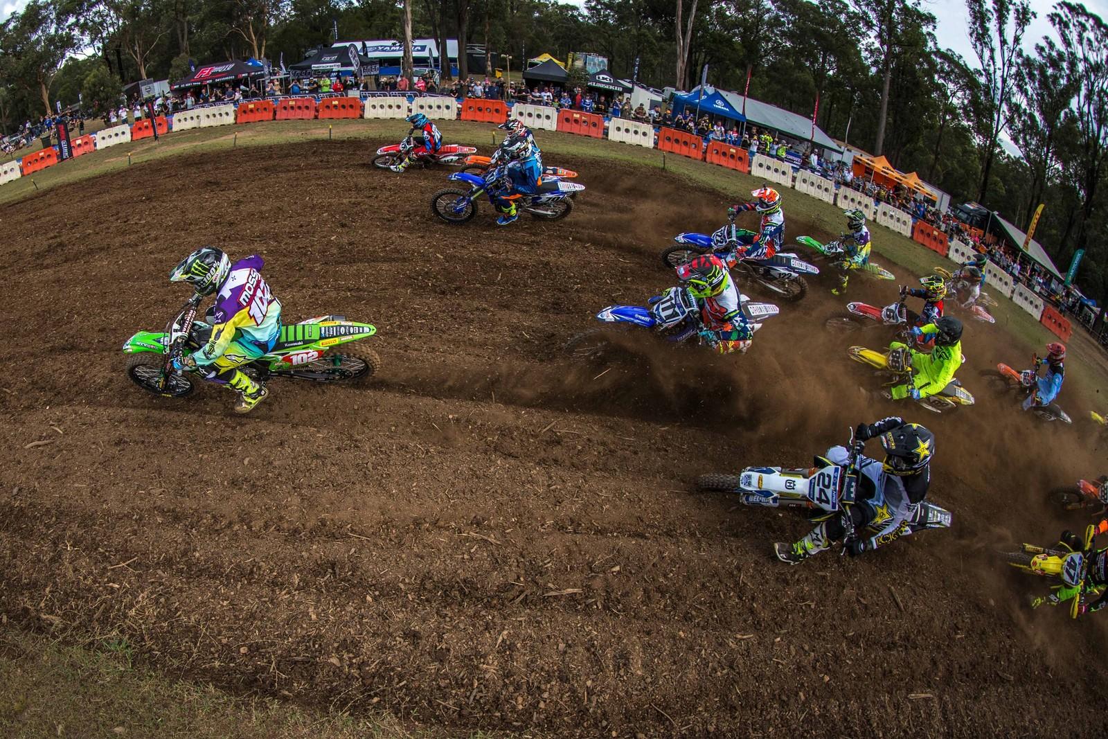 450 race one start - Australian Motul Motocross Nationals Round 2, Appin - Motocross Pictures - Vital MX