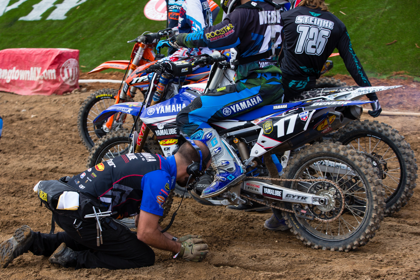 Starting Assitance - Vital MX Pit Bits: Hangtown - Motocross Pictures - Vital MX