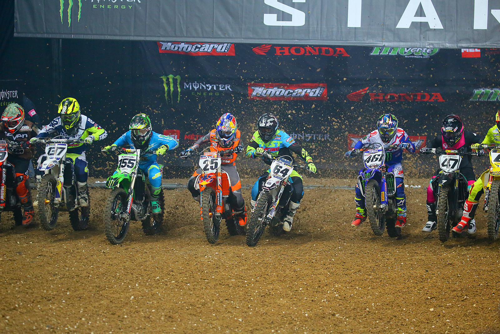 450 Heat 1 - Photo Gallery: Saturday at the Paris-Lille Supercross - Motocross Pictures - Vital MX