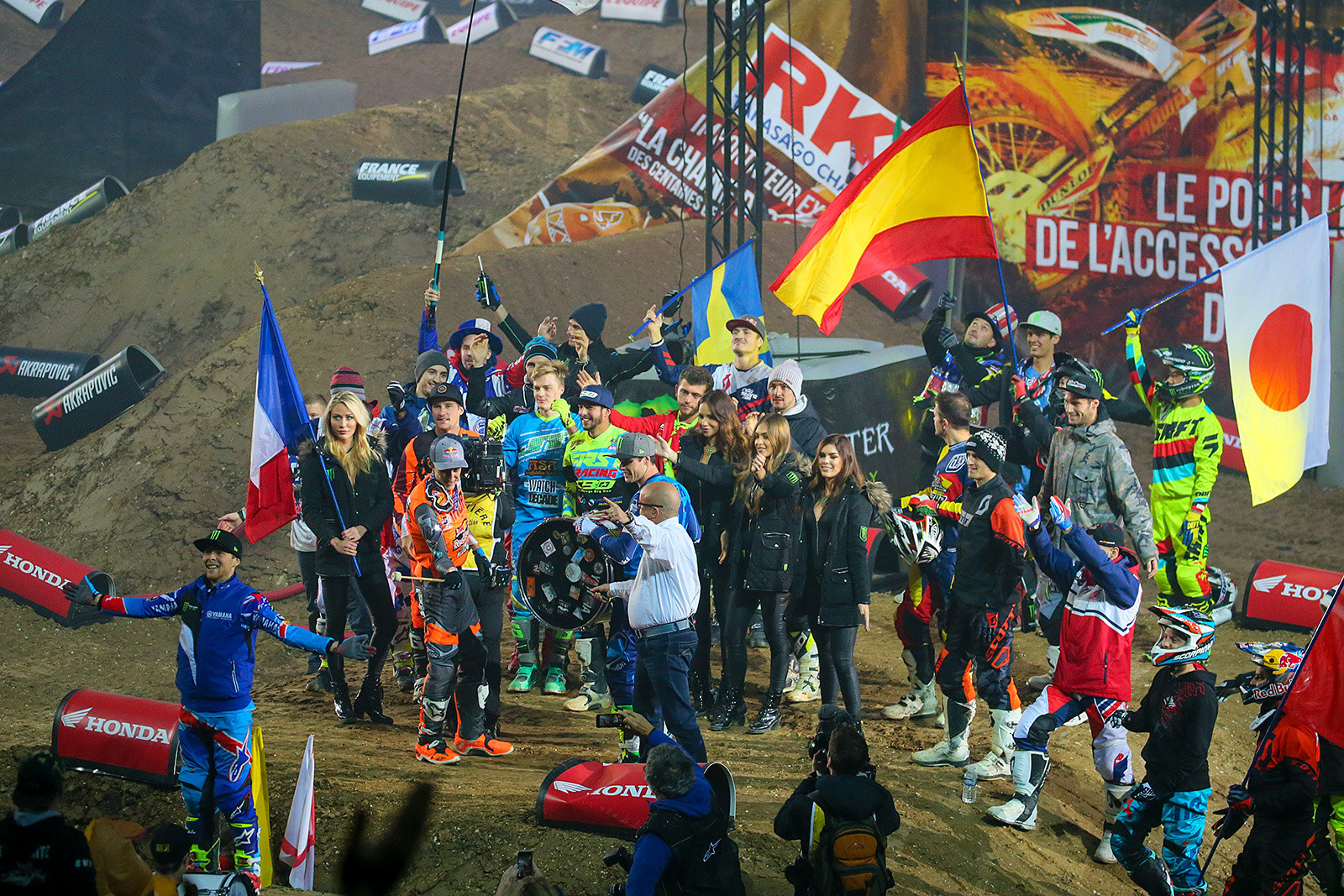 Clap along - Photo Gallery: Paris-Lille Supercross, Day 2 - Motocross Pictures - Vital MX