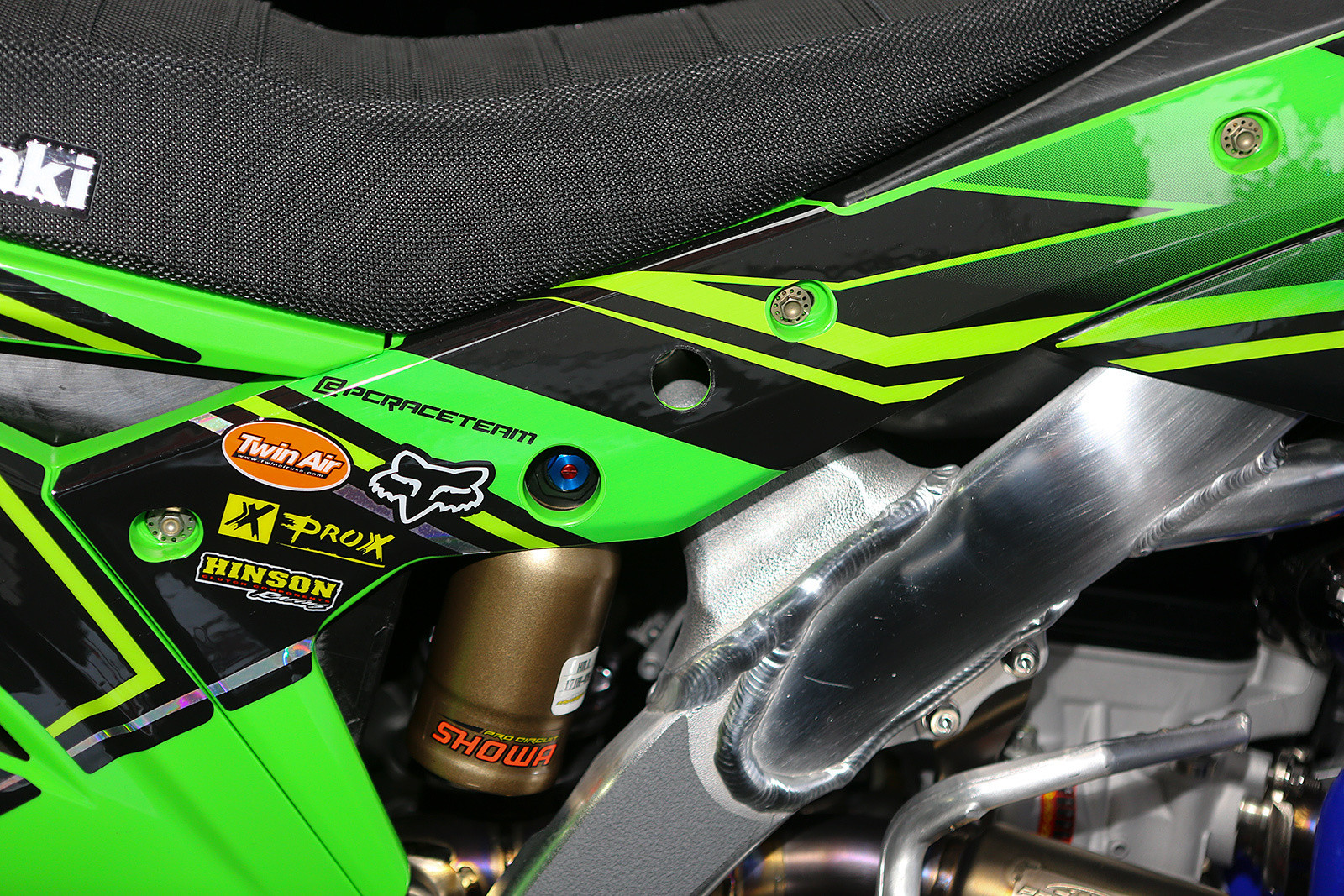 Quick change - Vital MX Pit Bits: Oakland - Motocross Pictures - Vital MX