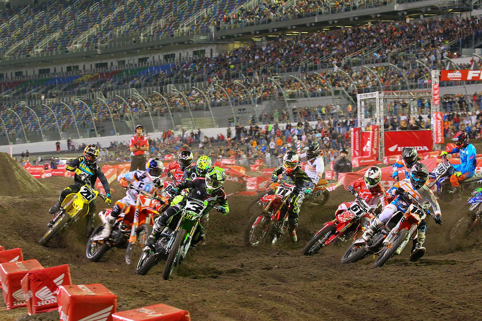 450 Heat Race Two Start - Photo Blast: Daytona - Motocross Pictures - Vital MX