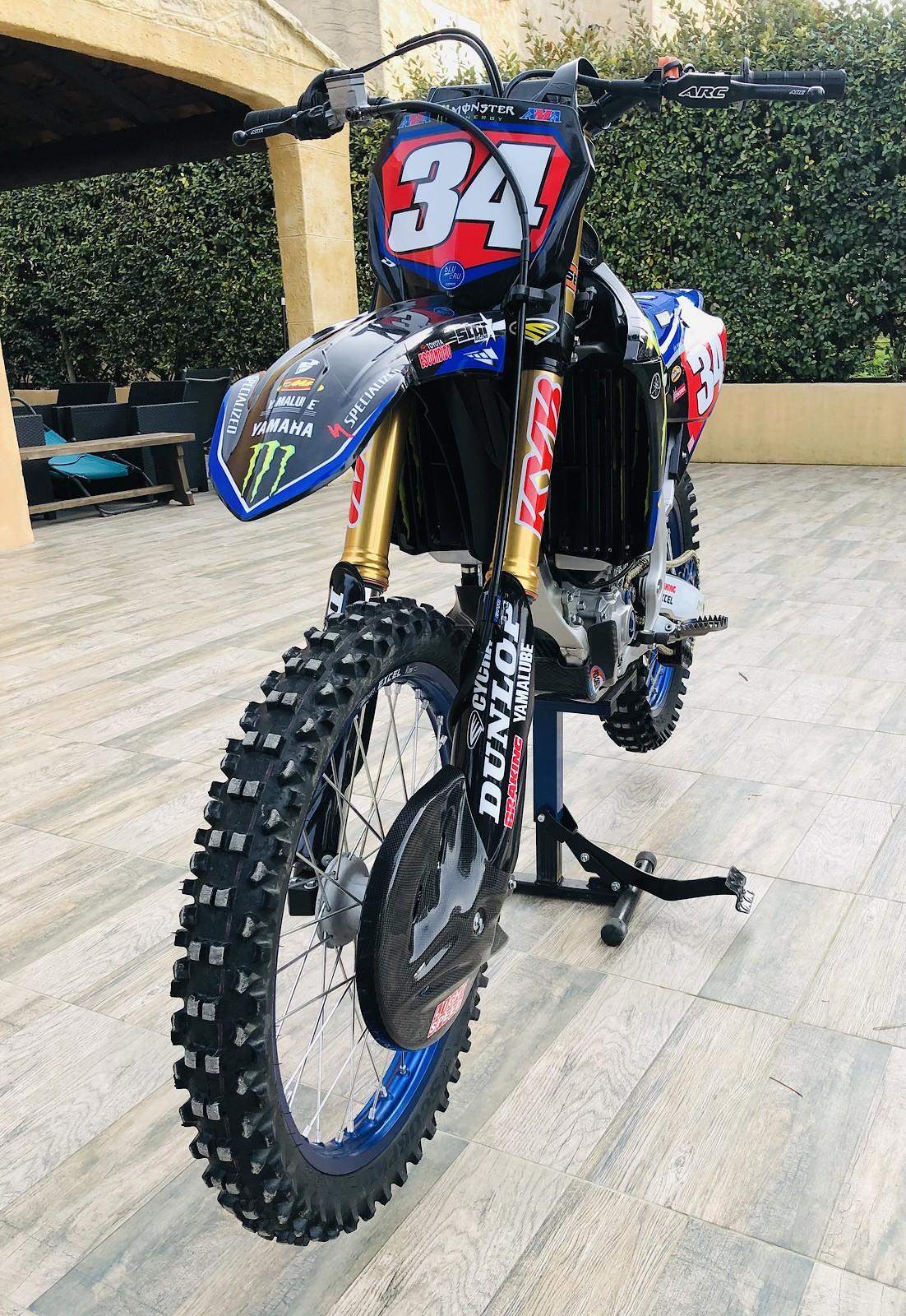 21 Yamaha 250 YZF - Star Racing