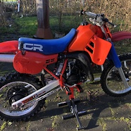 1984 Honda CR125 with wrong tank, wrong red, projectbike input.