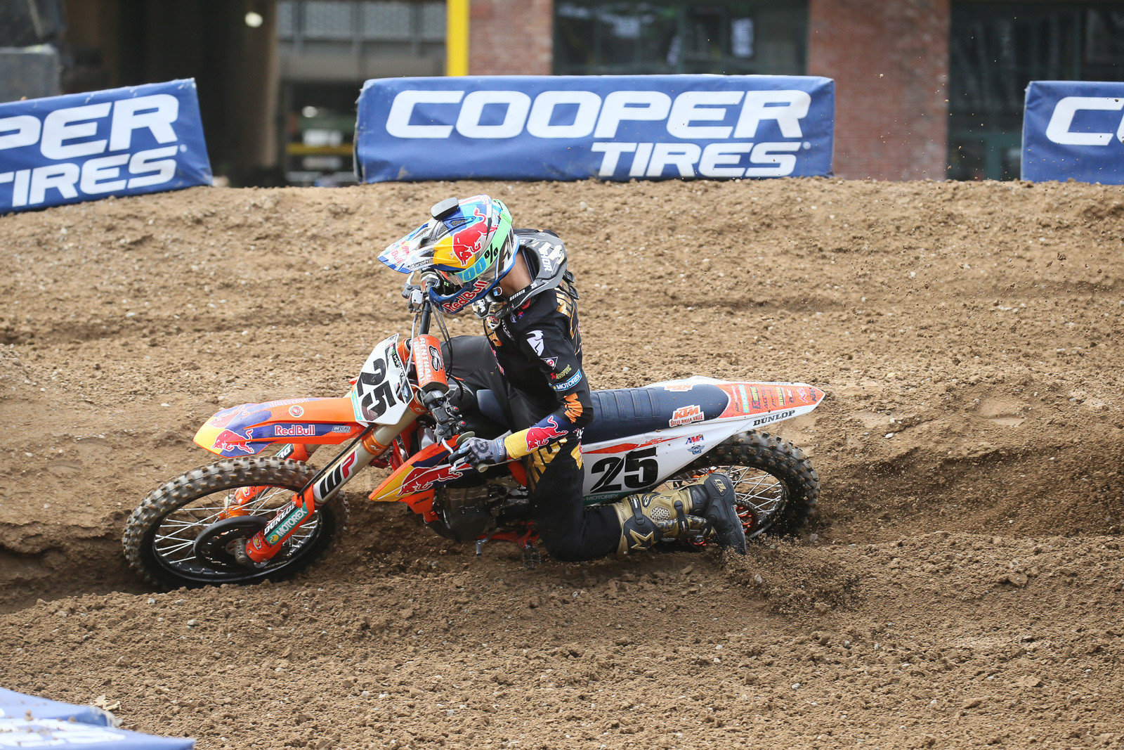 Marvin Musquin's black/gold Thor gear goes well with the LE Alpinestars boots that they debuted this weekend.